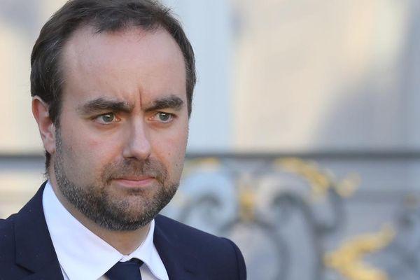 Le ministre des outre mer Sébastien Lecornu