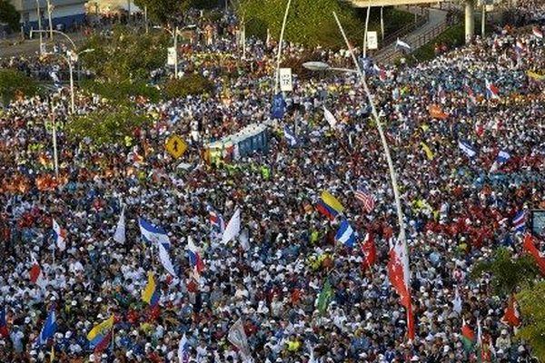 Des pèlerins du monde entier à Panama City, la veille de l'arrivée du pape.