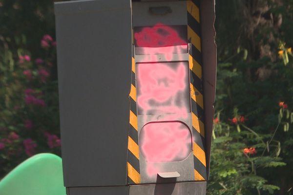 Un radar vandalisé à Saint-Denis pendant le mouvement des Gilets Jaunes.