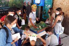 Au village du Pôle-relai Zones humides tropicales, Angeline Lollia, responsable des animations pédagogiques