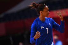 Allison Pineau lors du match France-Espagne aux JO de Tokyo