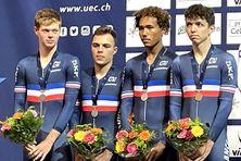l'équipe de France juniors, deuxième par équipe en poursuite aux championnats d'Europe à Apeldoorn (Pays-bas). De gauche à droite : Grégory Pouvreault, Alexandre Boxe, Emmanuel Houcou et Eddy Le Huitouze.