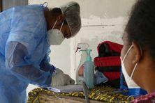 A Lifou, une infirmière du centre médical de Wé en suivi de patients Covid +.