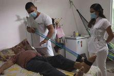 Les malades du covid soignés à domicile à Manaus