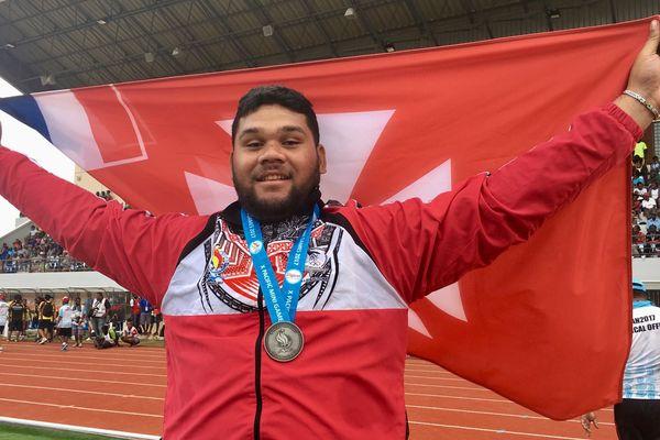 Selevasio VALAO, médaillé d'argent au lancer de disque. il a remporté la 5ème médaille de WF