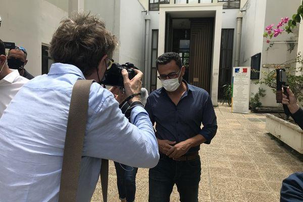 Soupçon de corruption Olivier Hoarau sort du tribunal