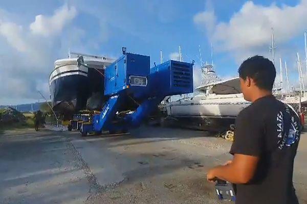 Première mondiale à Raiatea, une remorque pour tous les types de bateaux