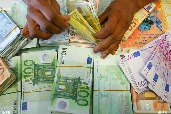 argent saisie billets financier