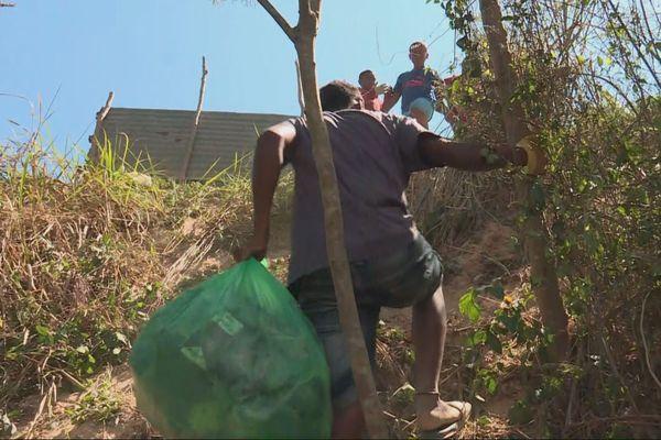 Ramassage de déchets à Touho