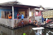 Inondations dans un quartier de Laranja do Jari