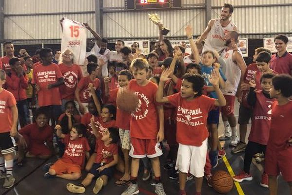 Basket ball victoire BC Saint-Paul sur mahorais de M'Tsapéré finale zone océan indien N3 masculine 250519