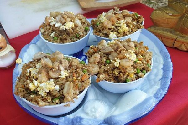 La préparation du concours du plus gros mangeur de riz cantonnais avec Tonton Paulo