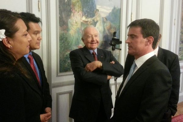 Valls et les polynésiens