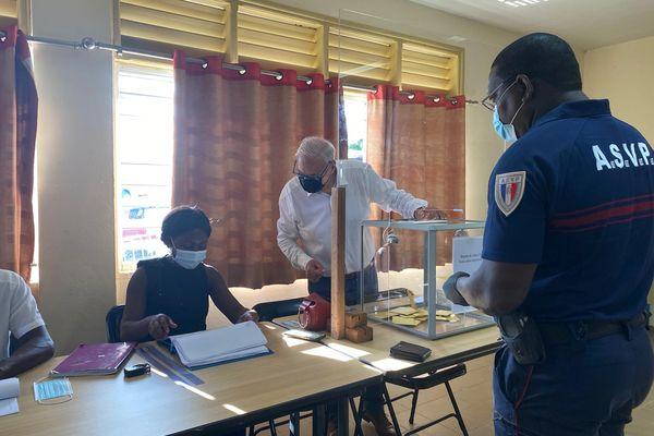Vote au bureau n1 d'Apatou 1é septembre