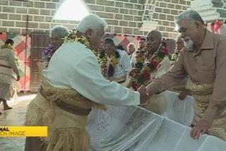 Les 2 chefferies de Wallis ses ont serrées la main lors de la messe