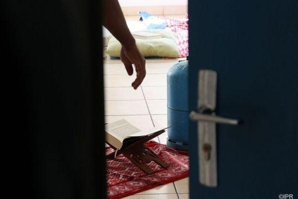 Un homme interpellé après une alerte à la bombe artisanale à Sainte-Clotilde.