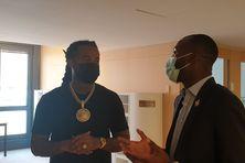 Le rappeur martiniquais Kalash s'entretient avec le député de Guyane Lénaïck Adam autour de l'impossible accès à Spotify en Guyane et aux Antilles.