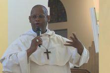 L'archevêque de la Martinique, Mgr David Macaire, a échangé avec les membres de l'Eglise catholique venus à la cathédrale sans nier les secousses ayant ébranlé l'institution ces derniers temps.