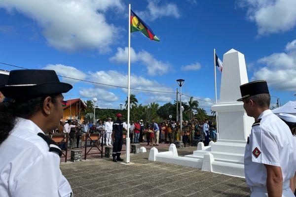 Inauguration de la stèle du monument aux morts à Lifou
