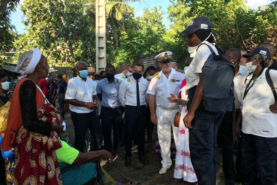 Première journée d'Adrien Taquet à Mayotte , l'île aux multiples défis sociaux . - Mayotte la 1ère