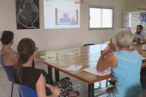 e-learning stagiaire devant un écran