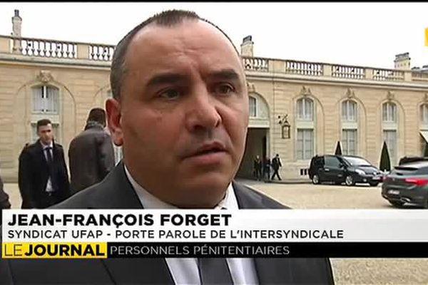Différence de traitement , les gardiens de prison interpellent F. Hollande