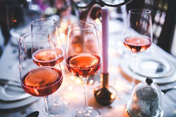 Alcool. Verres de vin