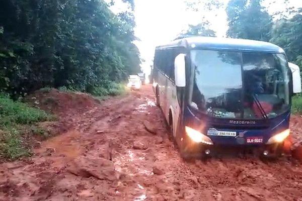 Brésil : Le bourbier de la route de Macapa entraîne accidents et retards