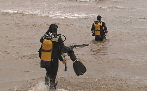 Photo plongeurs déminage Nedex obus plage Vallon-Dore (18 mai 2017)
