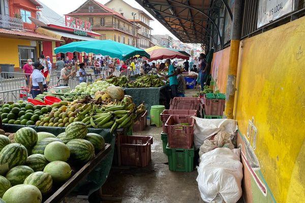 Le marché de Cayenne ouvert
