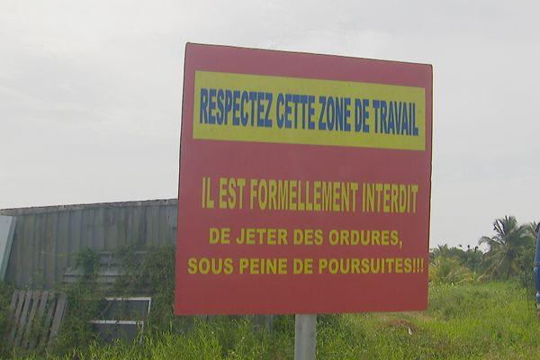 Panneau d'interdiction de jeter les ordures