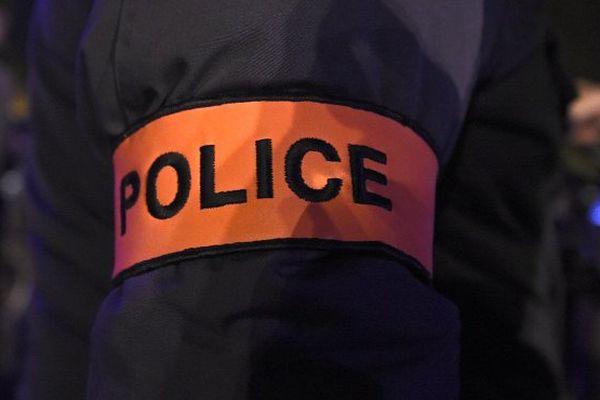 Trois policiers visés par des coups de feu en Guyane