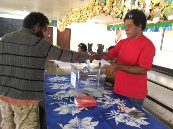 Photo premier tour élections législatives tribu Paola à Touho (11 juin 2017)