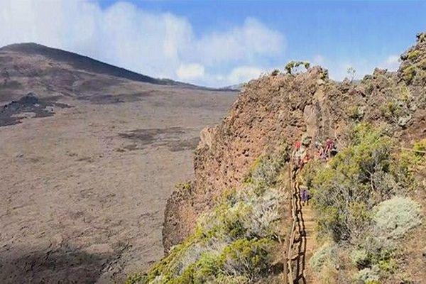 Volcan Piton de la fournaise regain d'activité  touristes curieux 020619