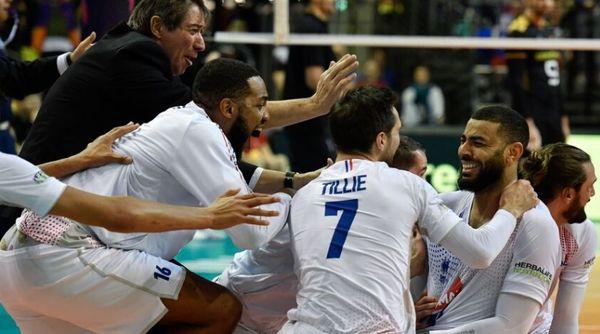 L'équipe de France de volley euphorique.