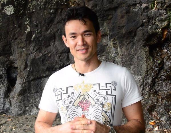 Stéphane Mailion pendant le shooting photos des 4 Miss Tahiti enceintes