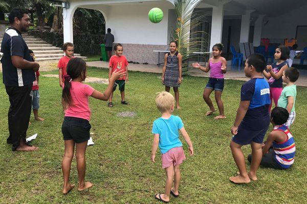Les enfants sont en vacances au foyer des jeunes de Mala'efoou