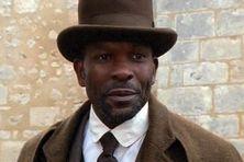 """Extrait du film """"L'homme qui venait d'ailleurs"""" : Pierre Adelaïde jeune médecin martiniquais à la fin du XIXe"""