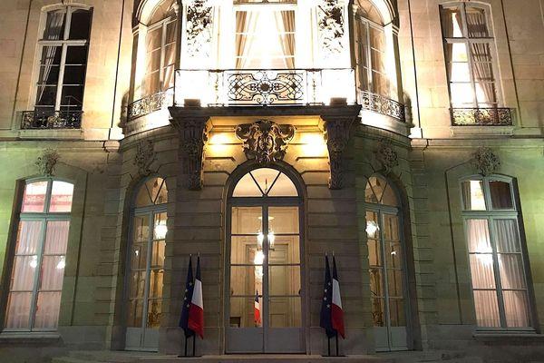 Hôtel Matignon de nuit, vers la fin du comité des signataires, 11 octobre 2019