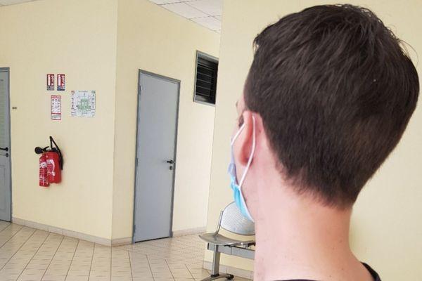 Les soignants sont particulièrement exposés au virus malgré les précautions prises