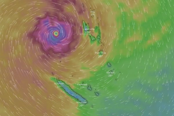 Projection du cyclone Oma ce samedi à 19 heures.