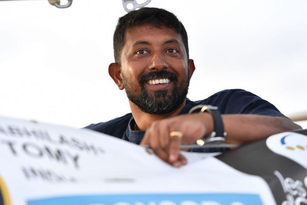 Golden Globe Race : le skipper indien Abhilash Tomy est à bord de la frégate française Osiris
