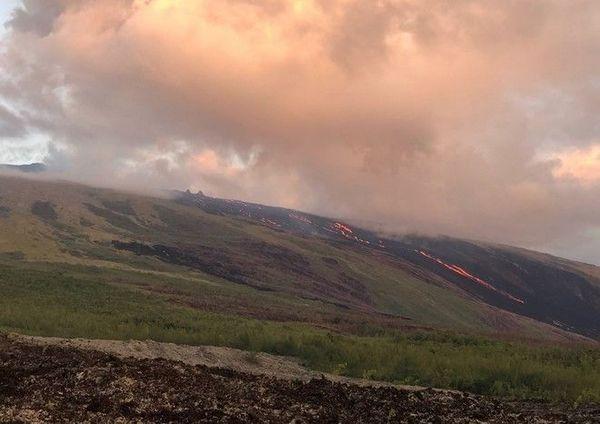 Piton de la Fournaise lever de soleil sur les grandes pentes coulées de lave volcan 090319