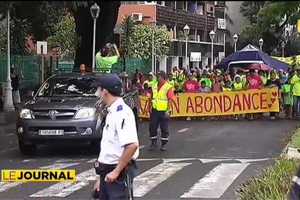 """Le collectif """"Polynésiens pour la vie"""" marche contre l'avortement"""