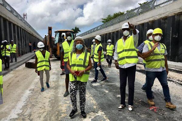 Rond-point de Perrin : visite de chantier d'une délégation du conseil régional, ce 3 août 2020