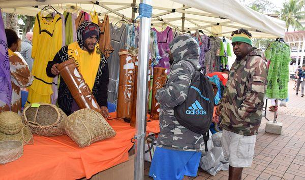 Stand d'artisanat Jeudi centre-ville spécial province nord 20 juillet 2017