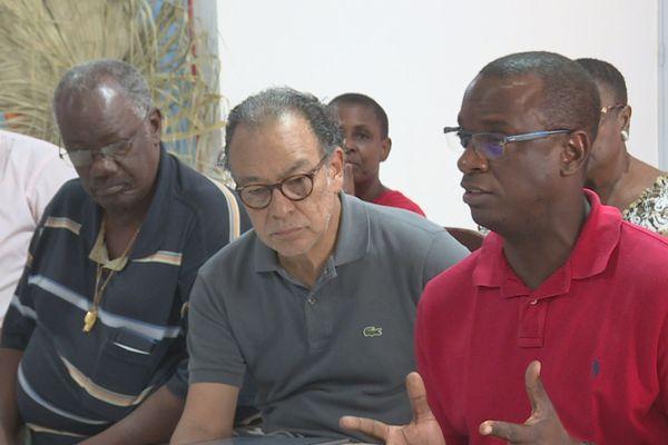 José Gaillou au centre au QG de Michel Ange Jérémie