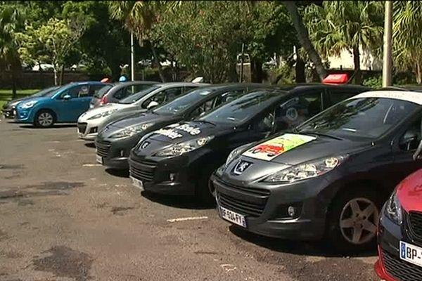 Auto-école : voitures stationnées parking