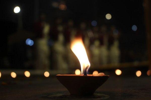 Nouvel an tamoul flamme lumière 130420