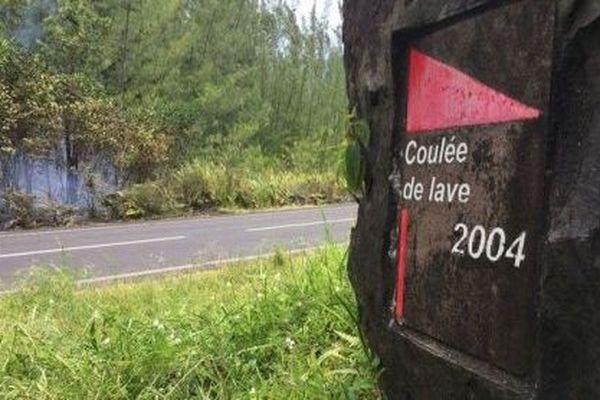 Incendie au Grand-Brûlé : plus de 2 000 hectares détruits et un feu incontrôlable, coulée de lave de 2004